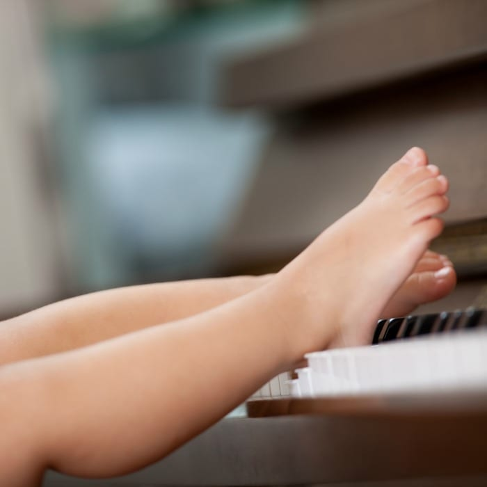 piano playing kid
