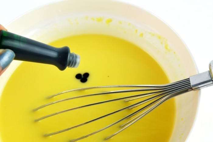 add a few drops of green food coloring to the vanilla pudding