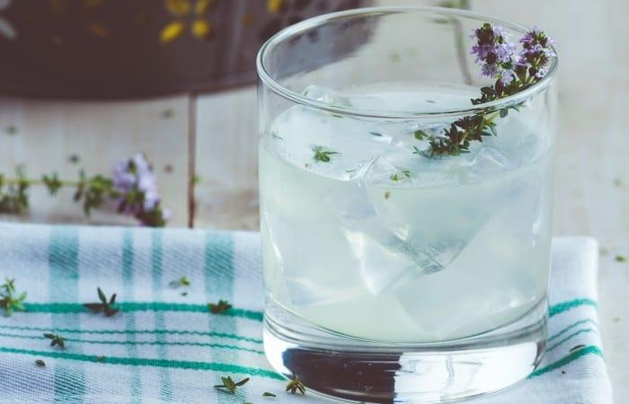 gin-lemonade-with-thyme