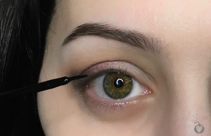 How To Do Eyeliner That Doesn't Look Like A 5 Year Old Did It.