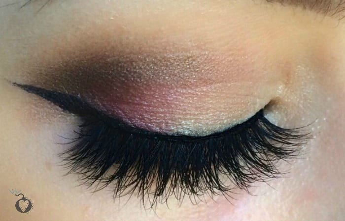 How to wear colorful makeup