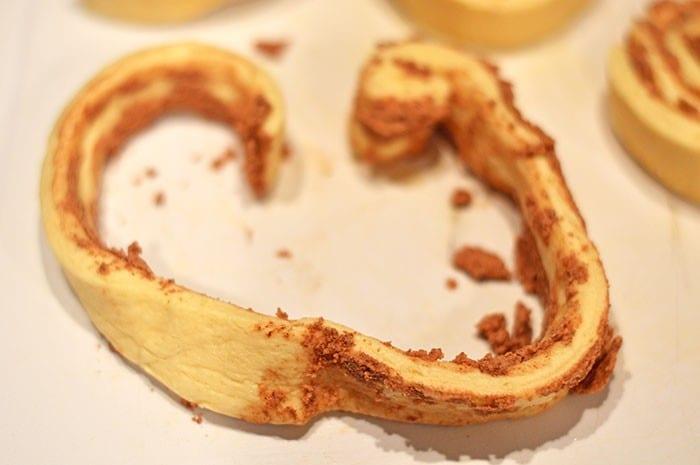 heart cinnamon rolls step2