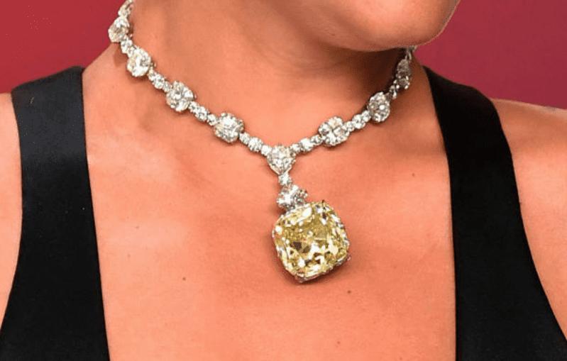 lady gaga 30 million dollar necklace