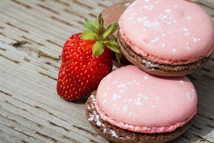 """Using the word """"obsessed"""" doesn't come close to perfectly describing the love and undying devotion I have for these absolutely wonderful Strawberry Chocolate Macaron Cookies. #frenchmacaron #macaron #cookies"""