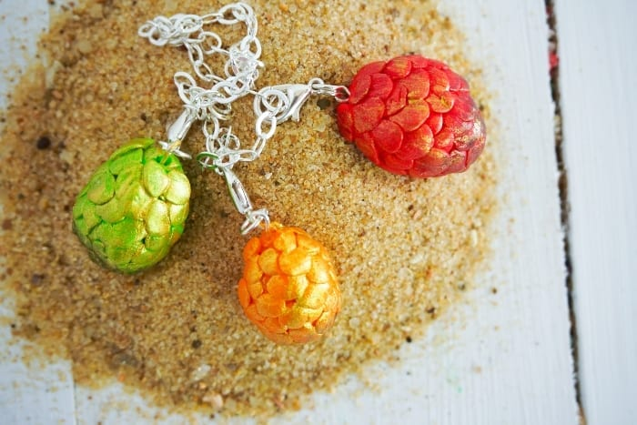 Drop Everything and Make this Game of Thrones Dragon Egg Charm Bracelet. So easy and fast, you can't not make one. #gameofthrones #got #dragonegg #dragoneggbracelet #gameofthronesdragonegg