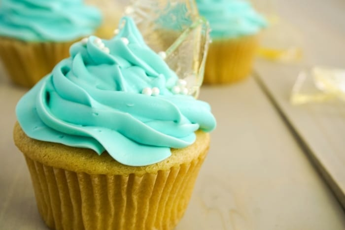 My kids are super excited about Frozen 2 this winter--and to celebrate, I made these Frozen Cupcakes that are so cool, I can't let it go! #frozen #frozencupcakes #frozenparty