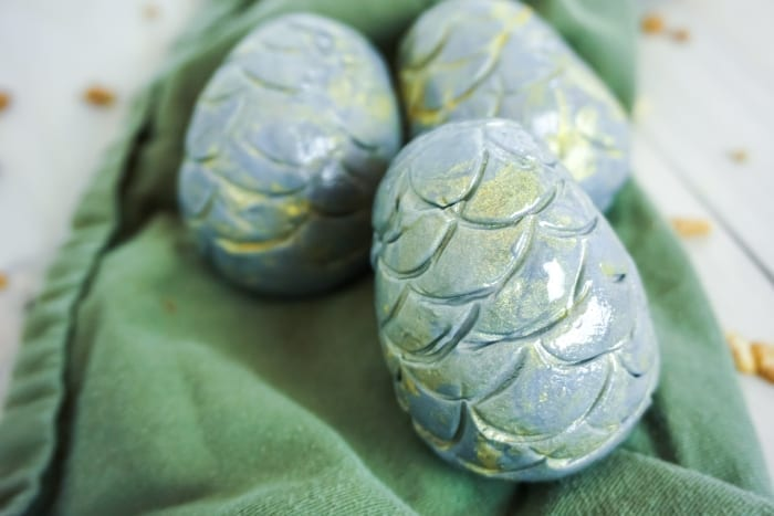 I've had this idea for Edible Dragon Eggs in my head for a long time--the reality of them is so much better than imagined! #dragoneggs #dragon #dragoneggcake #dragoncake