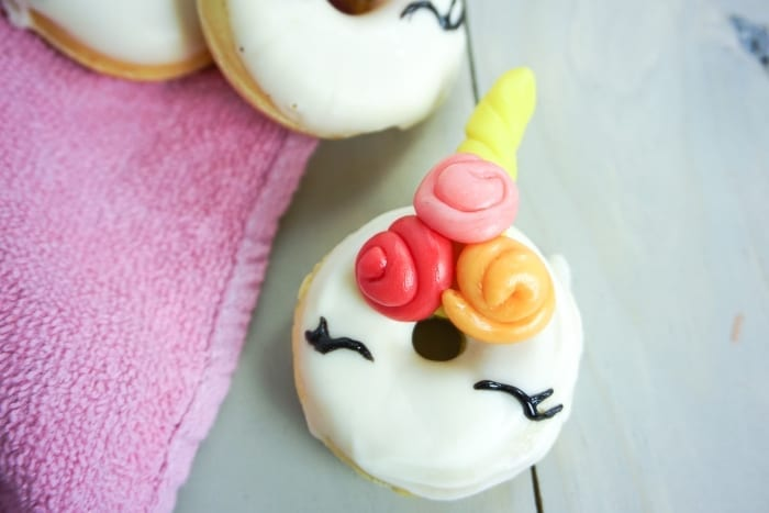 My kids were asking for a fun snack the other day and I made the world's most adorable Unicorn Donuts! #unicorn #unicornfood #unicorndonuts