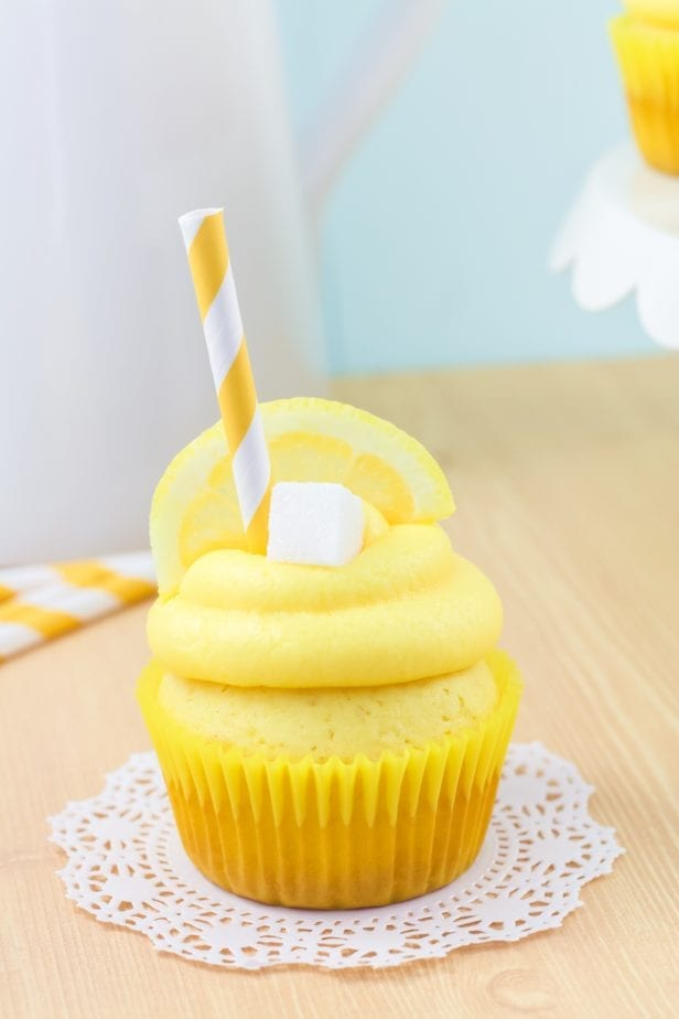 Let's be really honest, summer is about the lemonade stand, right? These Sweet Little Lemonade Stand Cupcakes bring all that back. #cupcake #lemoncupcakes #lemonadecupcakes