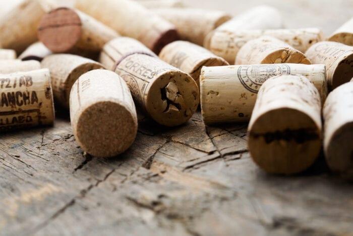 How to use wine corks to keep fruit flies away